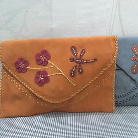 Túi da handmade kiểu bì thư thêu hoa-chuồn chuồn-nhiều màu giá sỉ