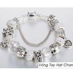 Vòng charm màu trắng