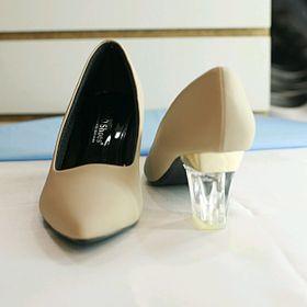 Giày cao gót bít mũi nhọn gót trong giá sỉ