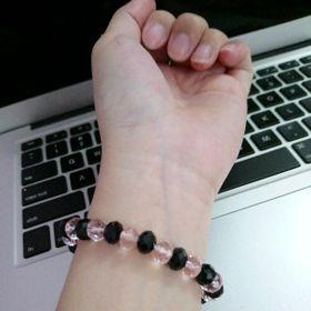 chuỗi đeo tay phong thủy pha lê mix đen hồng hàng đẹp hơn hình giá sỉ