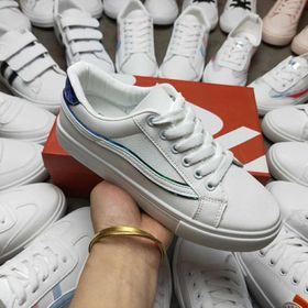 Lô giày trắng giá sỉ