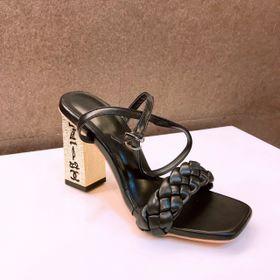 Giày sandal cao gót vàng in chữ giá sỉ
