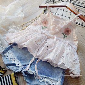 Bộ bé gái quần short bò + áo ren 2 dây thêu hoa cúc màu hồng giá sỉ