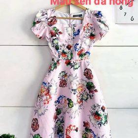 Đầm gấm màu hồng hoa sen giá sỉ