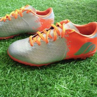 Giày đá bóng sân cỏ giá sỉ