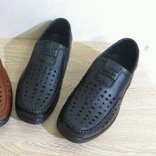 Giày da bò đục lỗ đi mùa hè 2 màu đen và vàng da bò giá sỉ