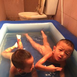 sản phẩm bể phao bơi cho bé giá sỉ