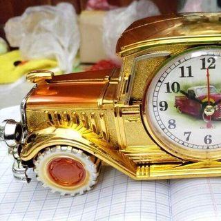 Xe trưng bày đồng hồ để bàn giá sỉ