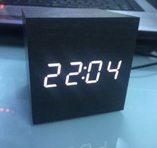 Đồng hồ led để bàn báo thức hình lập phương giá sỉ