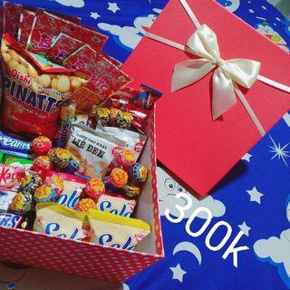 hộp quà bánh kẹo 300k giá sỉ