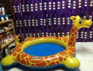 Bể phao bơi hình hươu cao cổ giá sỉ