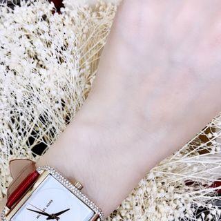 đồng hồMk nữ màu đỏ giá sỉ