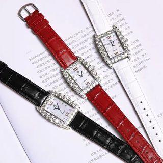 Đồng hồ nữ thời trang Royal Crown 6111 mặt chữ nhật cách điệu giá sỉ
