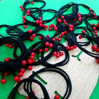 cột tóc nhiều tầng màu đỏ giá sỉ