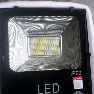 Đèn năng lượng mặt trời 60w IP66 giá sỉ