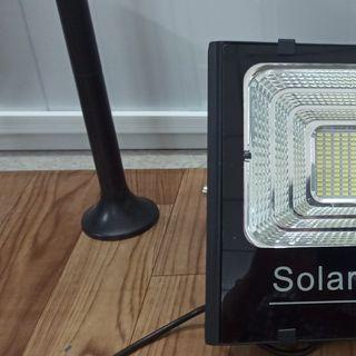 Đèn led năng lượng mặt trời JD 100 W giá sỉ