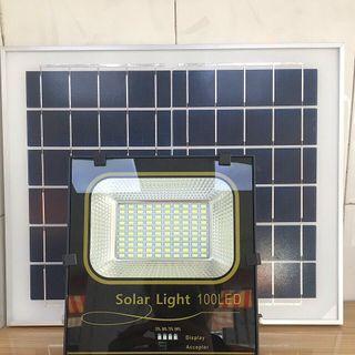 Đèn năng lượng mặt trời 300W giá sỉ